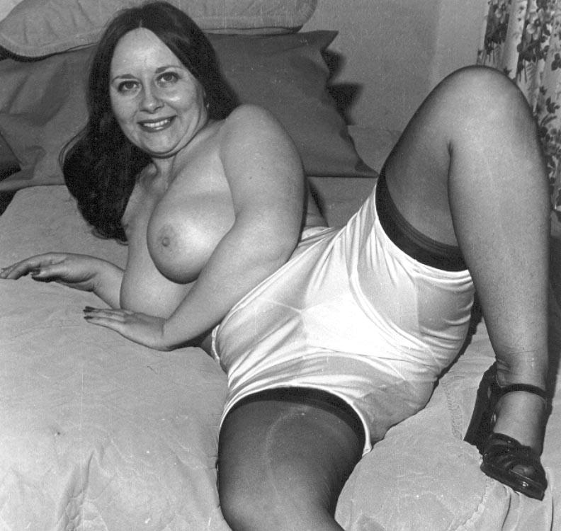 Женщини в панталонах порно